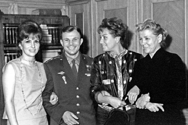 Джина Лолобриджита, Юрий Гагарин, Мариза Мерлини и Екатерина Фурцева. Июль 1961