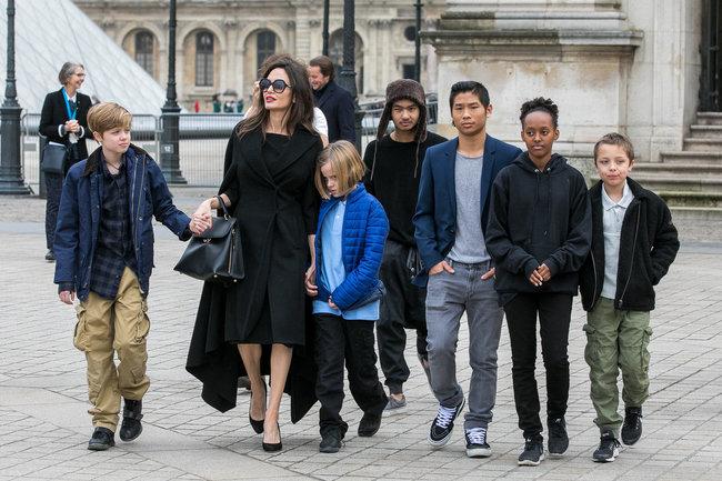 Анджелина Джоли c детьми